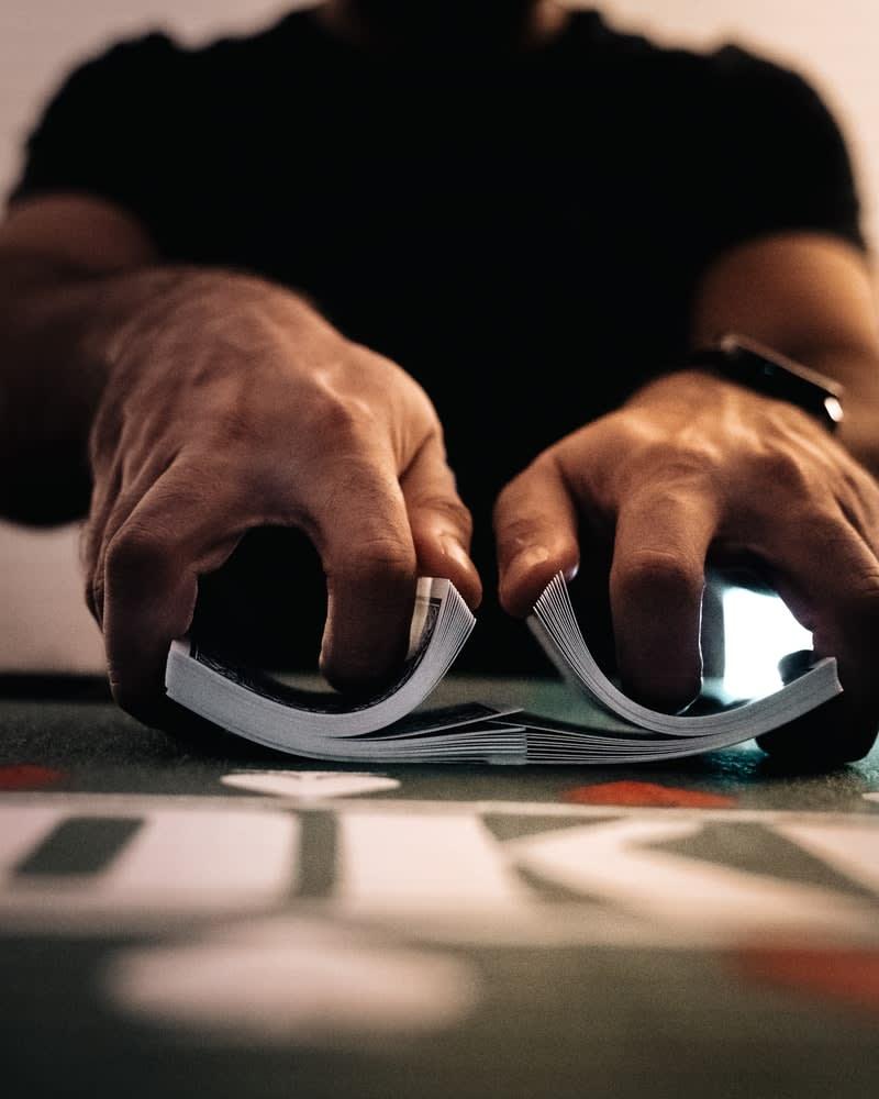 Průvodce všemi variantami online kasino pokeru